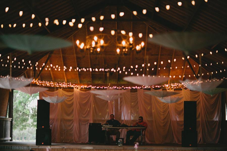 barn-reception-lighting