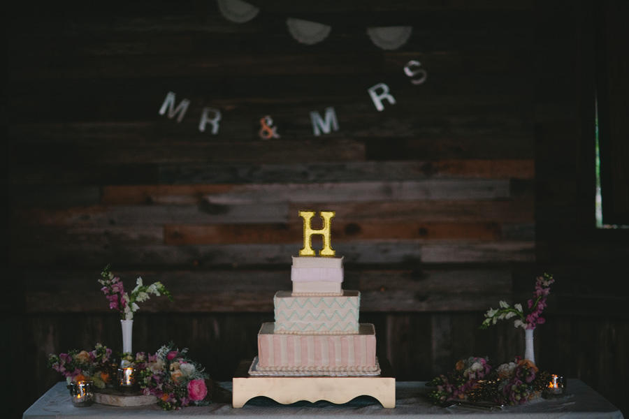 wedding-cake-with-initial