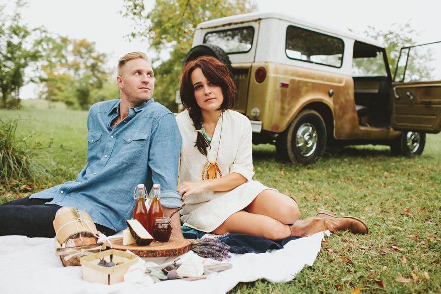 picnic-engagement-photos