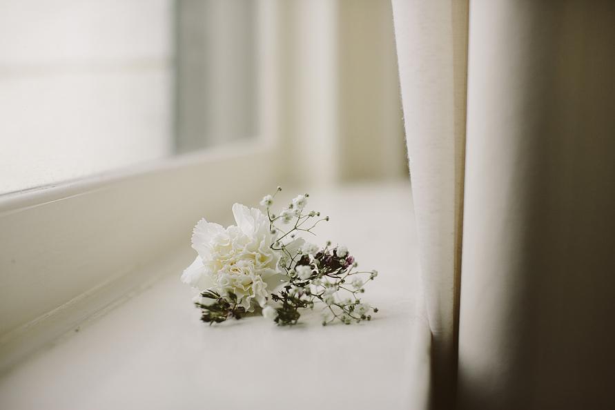 simple-boutonniere-nashville-elopement