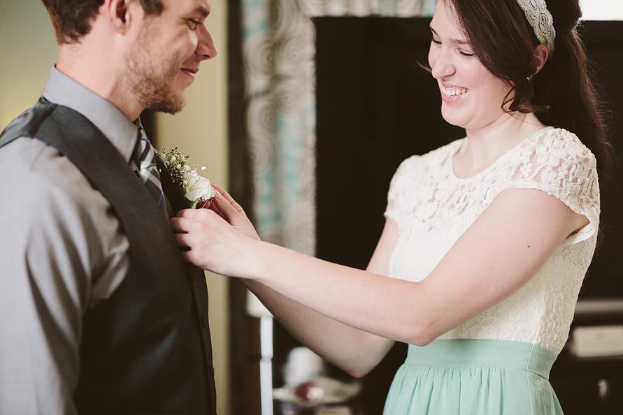 bride-pinning-boutonniere-groom
