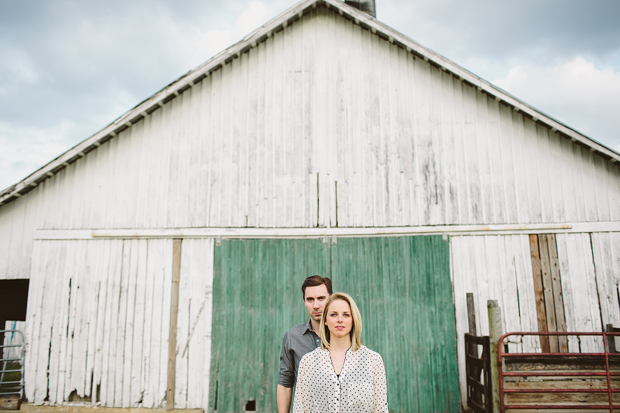 couple-in-front-of-barn