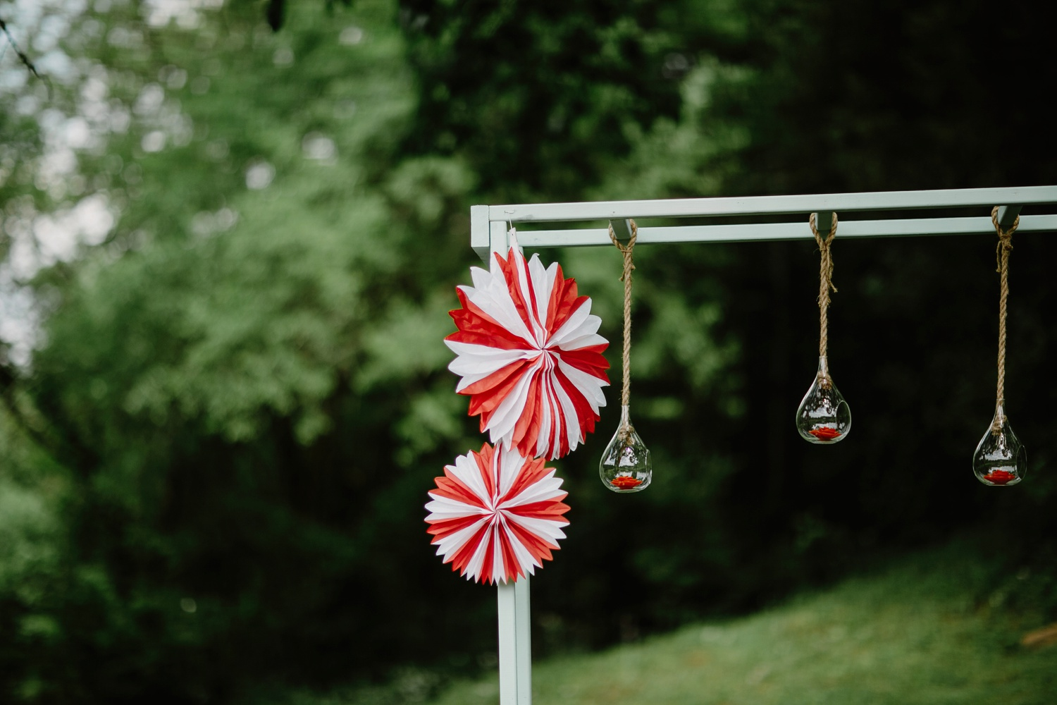 red and white pinwheels decorate ceremony in nashville