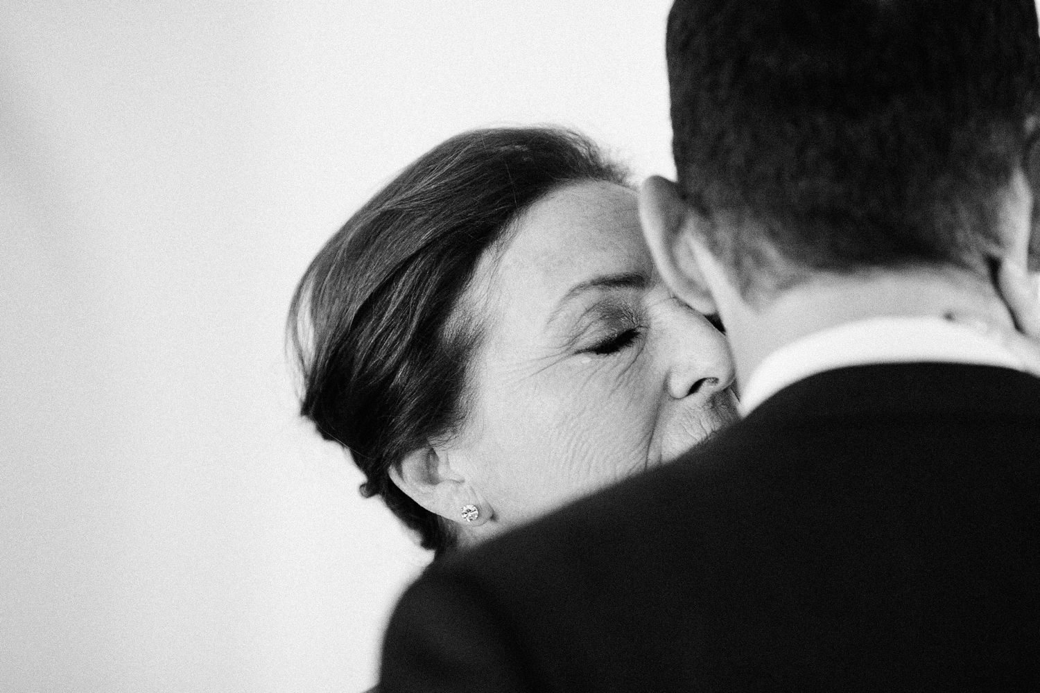 groom-and-mother-hug