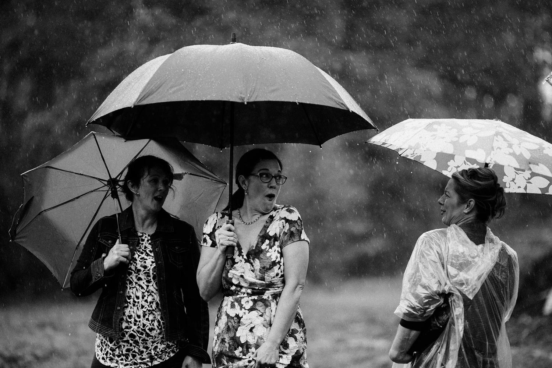 rainy-wedding-pictures-053