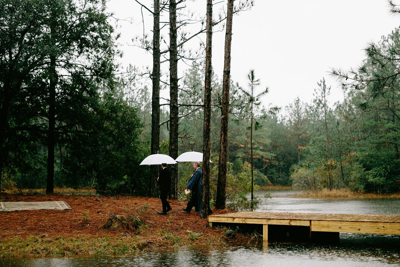 rainy-wedding-pictures-062