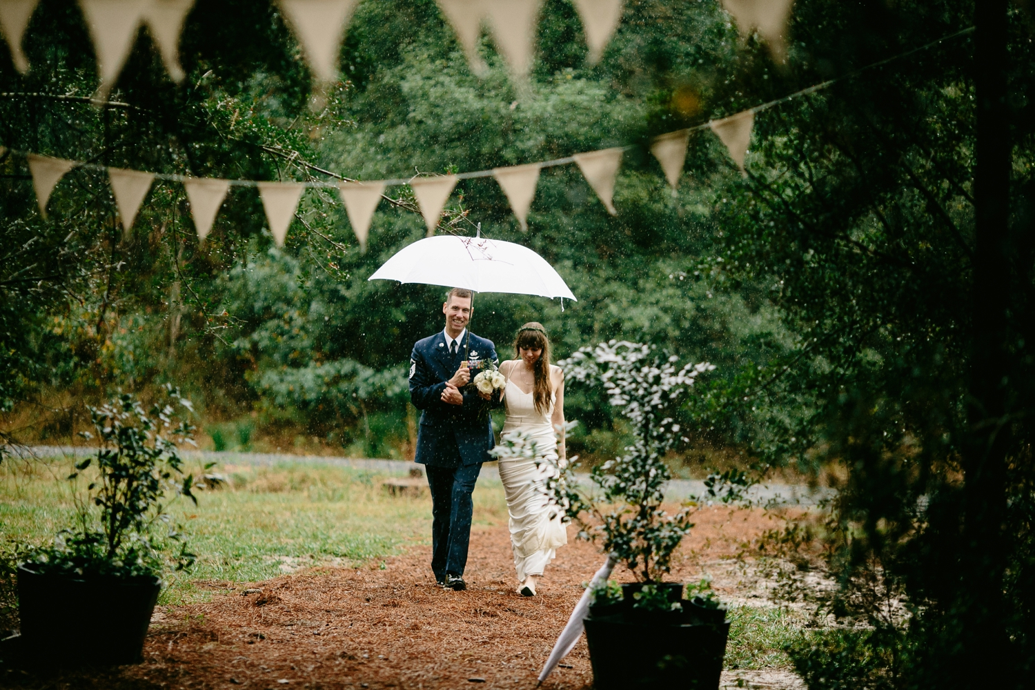 rainy-wedding-pictures-064