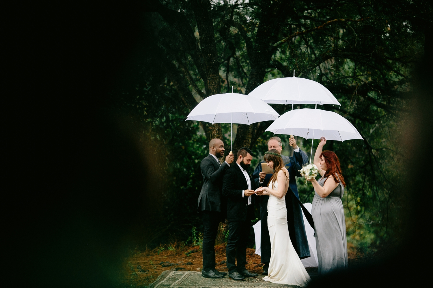 rainy-wedding-pictures-077