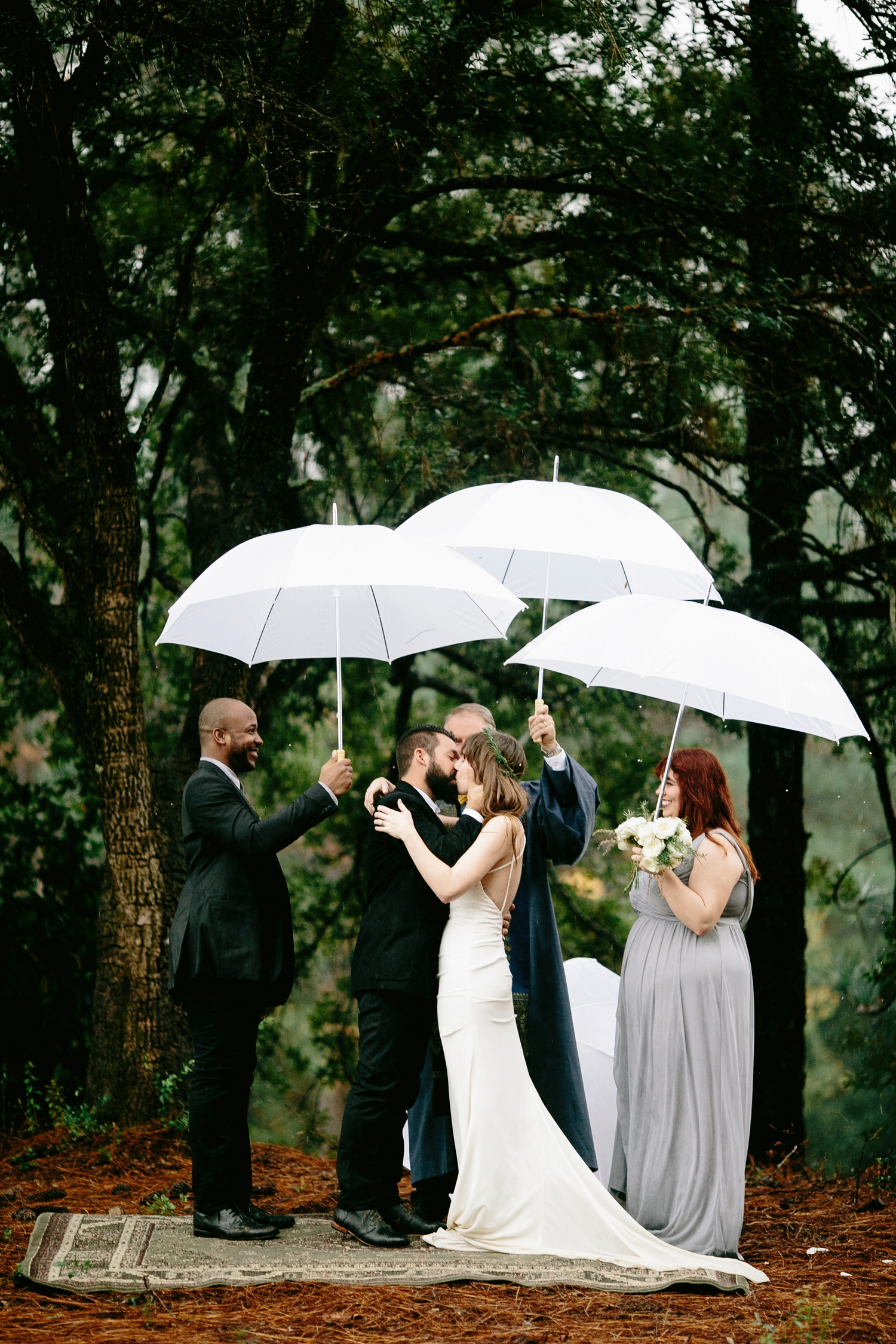 rainy-wedding-pictures-080
