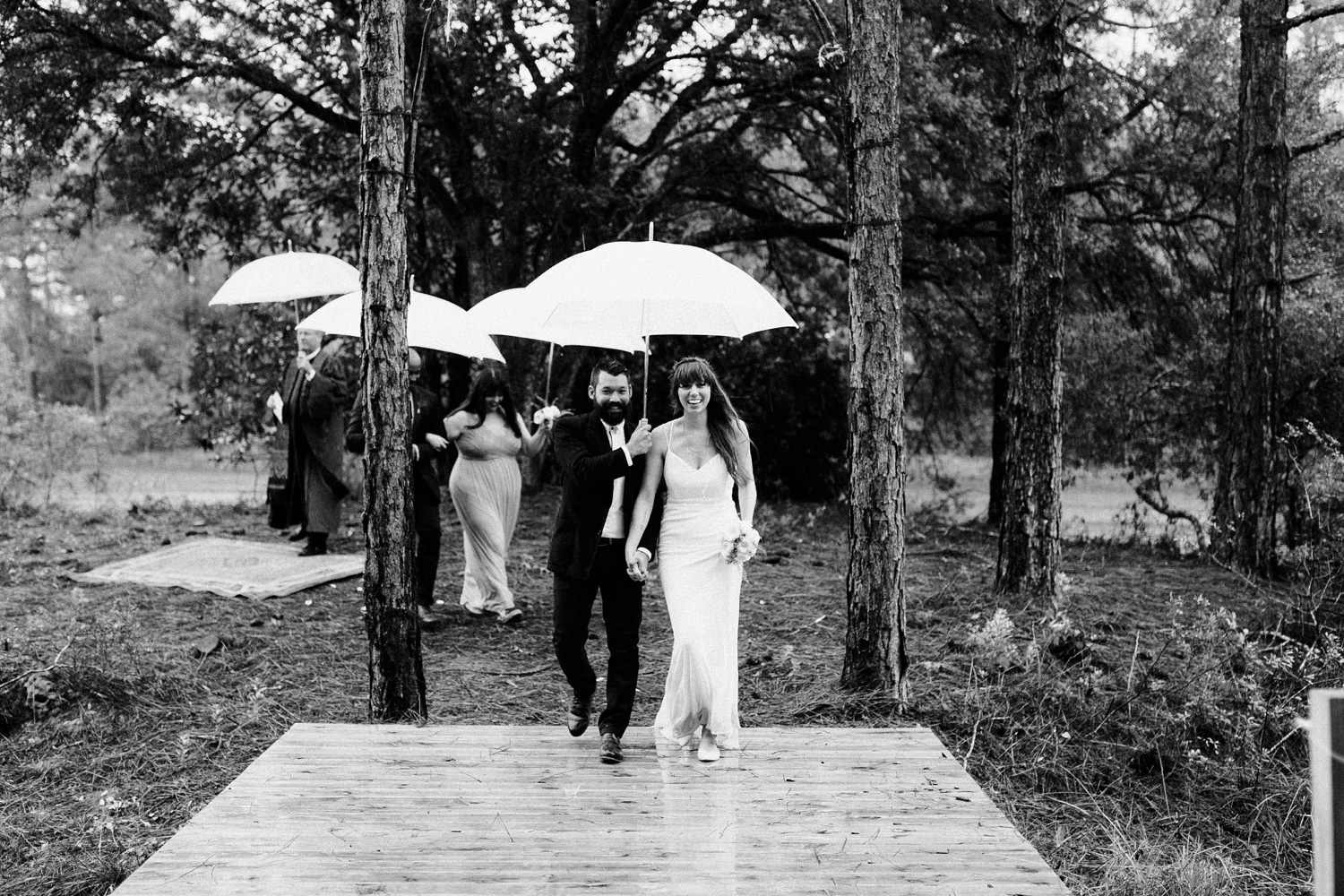 rainy-wedding-pictures-081