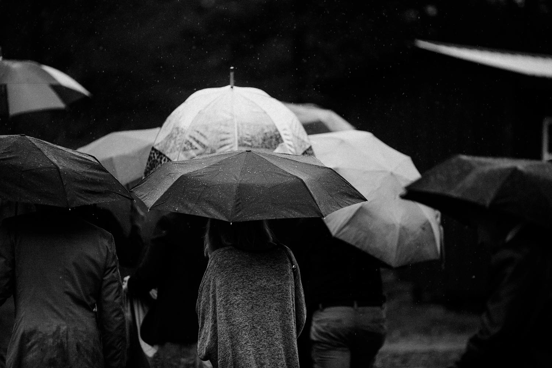 rainy-wedding-pictures-087