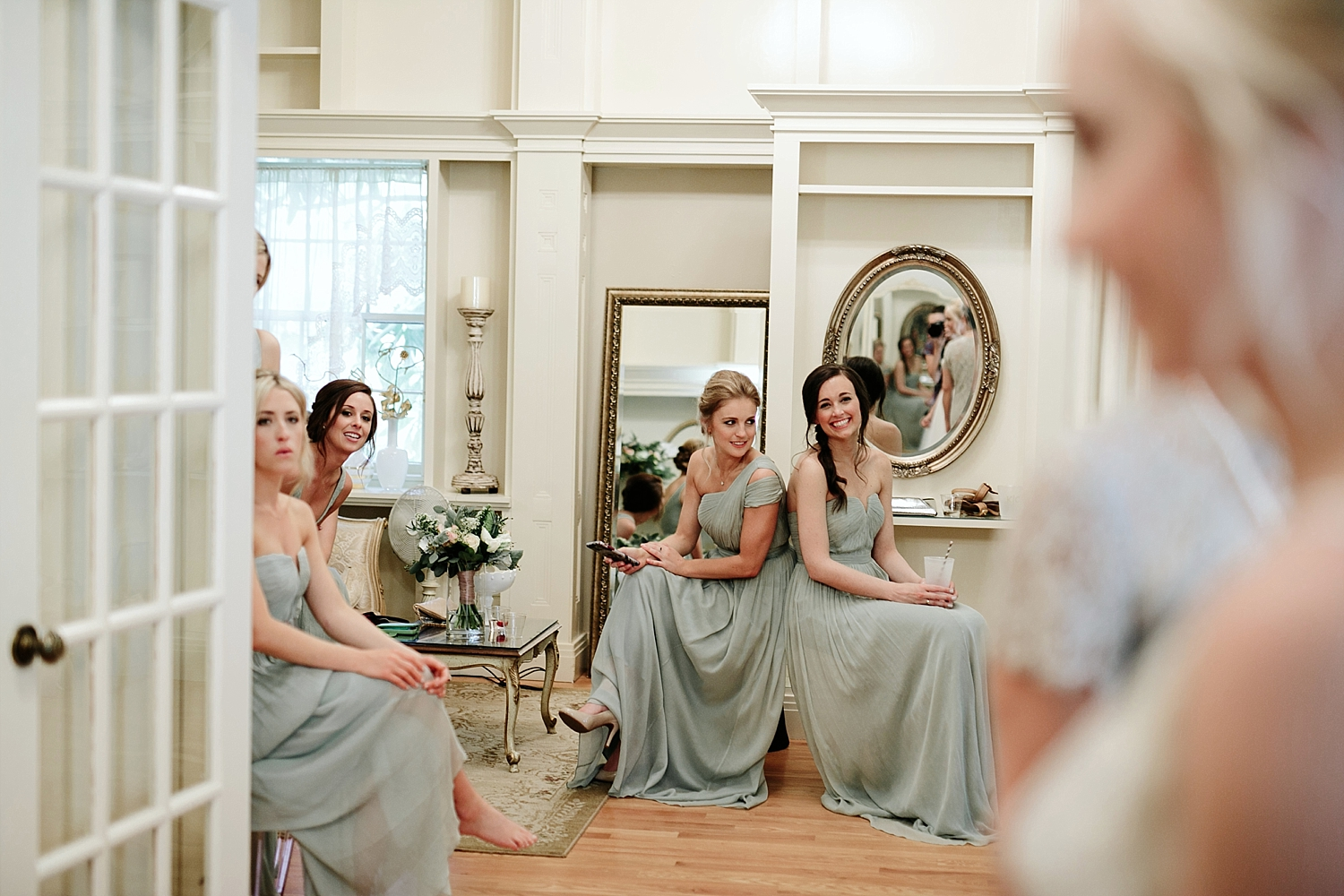 bridesmaid waiting to see bride in dress