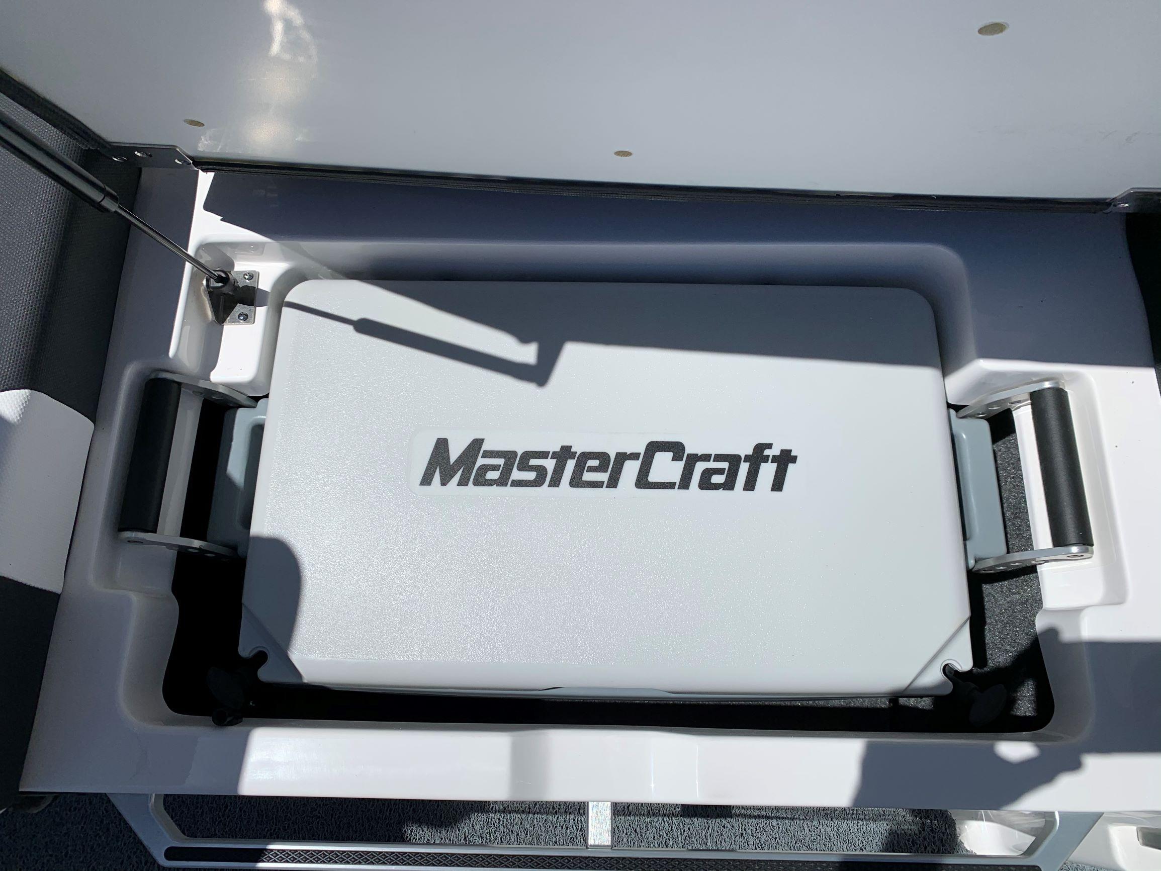 2020 MasterCraft XSTAR - White/Midnight Black Image 23