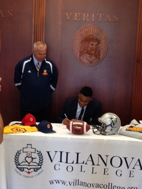 Donte signing