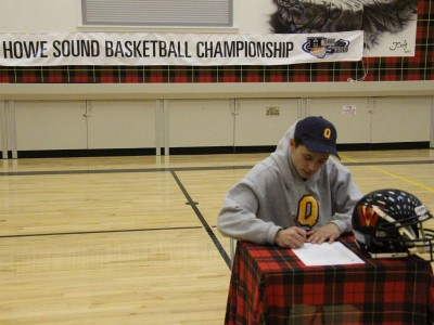 British Columbia recruit signs with Queen's (VIDEO)