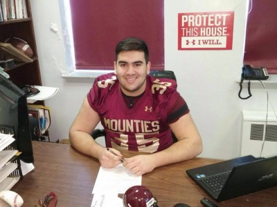 "Mount Allison offers Nova Scotia recruit best chance to ""compete for Vanier Cups"""
