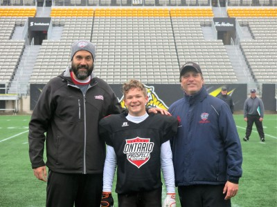 Ethan Bennink (#31) with Don Bennett (left) and Geoff Graham (right).