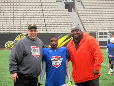 Omari Martin (#3)  with Jeff Ferrell (left) and Barry Trench (right).