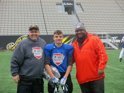 Eric Lofthouse (#19) with Jeff Ferrell (left) and Barry Trench (right).