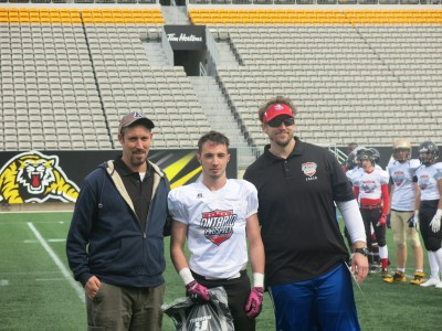 Jake Asselin (#28) with Peter Wilson (left) and Sebastian Tetreault (right).