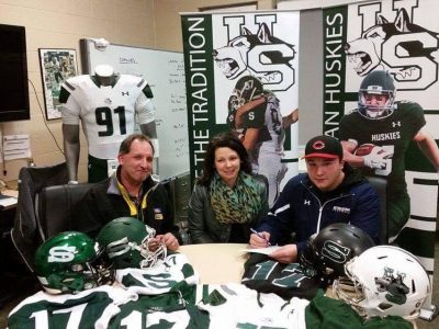 Reise Upton and his family as he signs his LOI. Courtesy of Reise Upton.