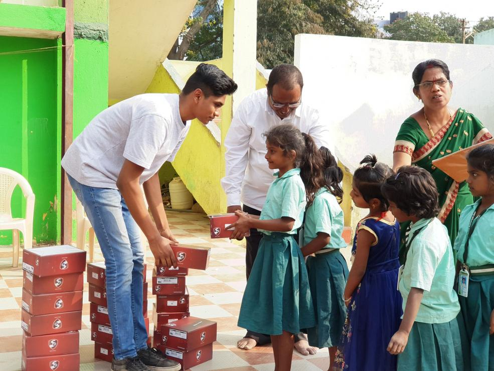Sanjay Rajasekharan and Cleo donated nearly 500 pairs of shoes as part of the Running4Shoes initiative in India.
