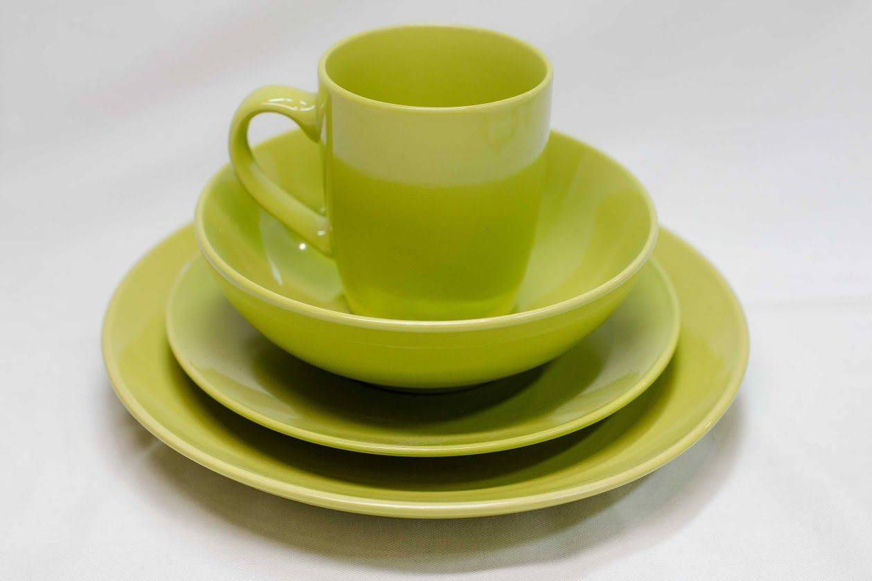 16 Piece Stoneware Dinner Set in Lime Green
