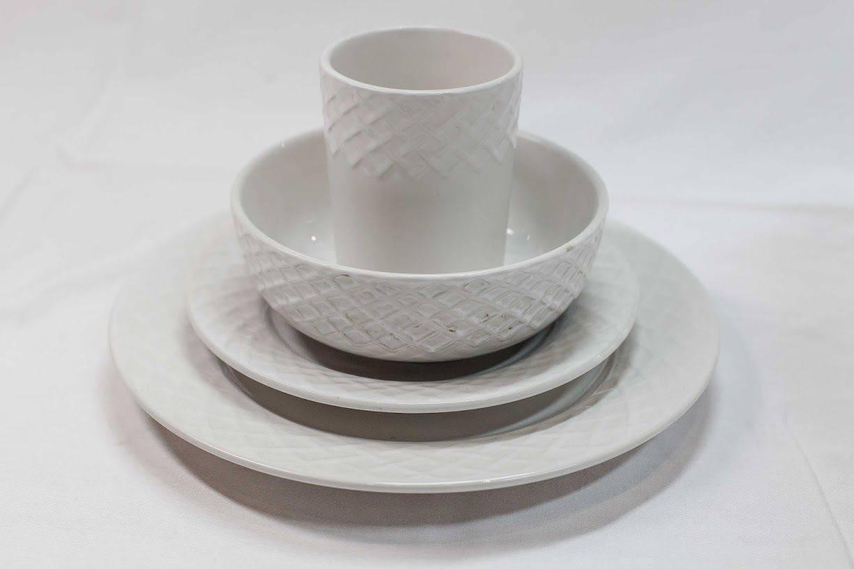 Fine Porcelain 16 Pc. Dinner Set in White