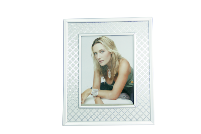 Front-view-of-Maranello-6x8-Criss-Cross-Photo-Frame