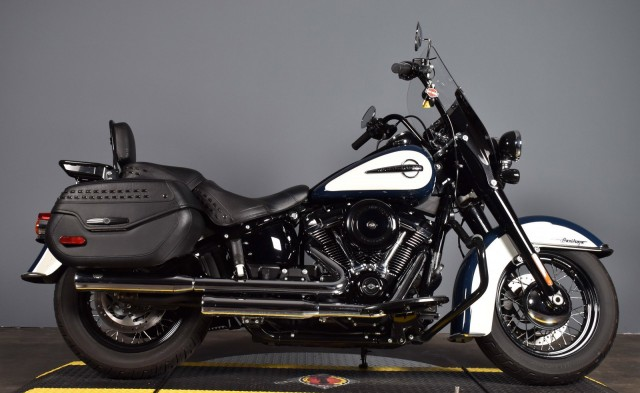 Pre-Owned 2019 Harley-Davidson Softail Heritage Classic FLHC BLUE/WHITE