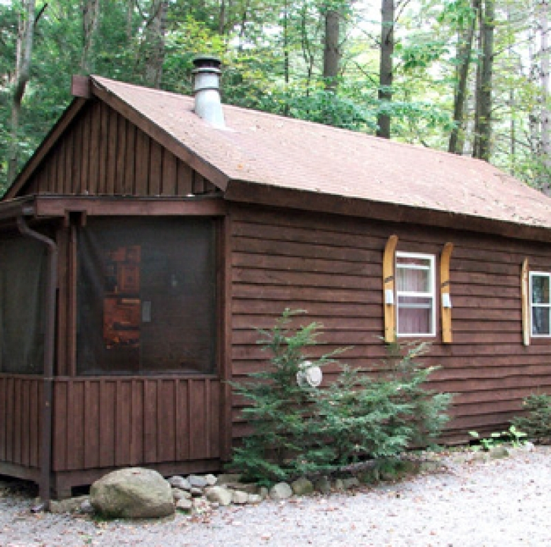 Daggett Lake Rentals: Cottage in the Woods