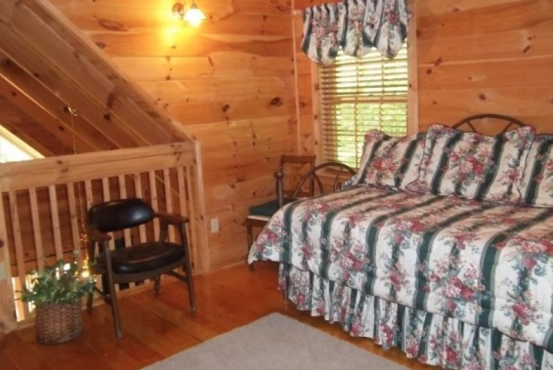 River Bluff Cabins in the Smokies: Evergreen on the River