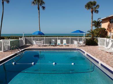 One Bedroom Beach Condo with Full Gulf Views Sleeps Four