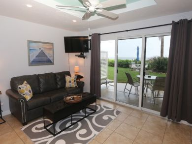 Walk Out Beachfront One Bedroom Walk from Living room to Beach