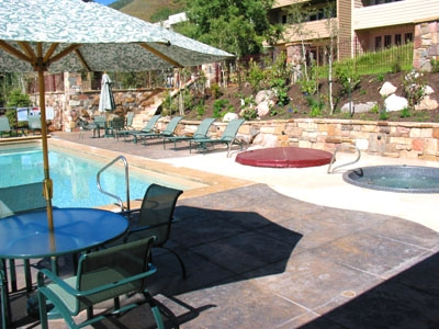 Shared pool & two hot tubs