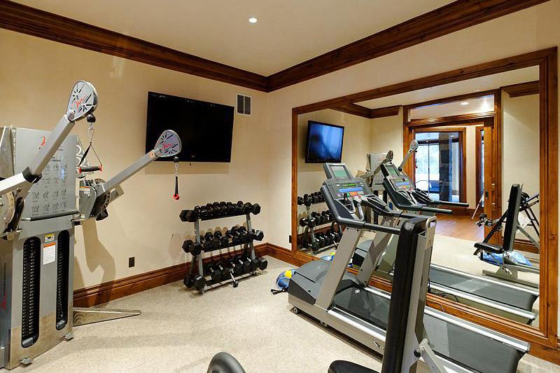 7  Bedroom Luxury Home Indoor Pool 3 miles to town super luxury!