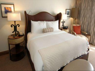 Aspen Three Bedroom Ski Vacation Condo with Mountain View