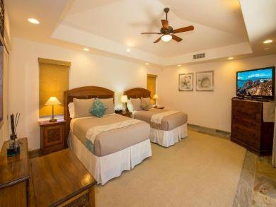 Bedroom 8 - Twin beds