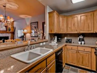 Fully equipped kitchen with serving bar