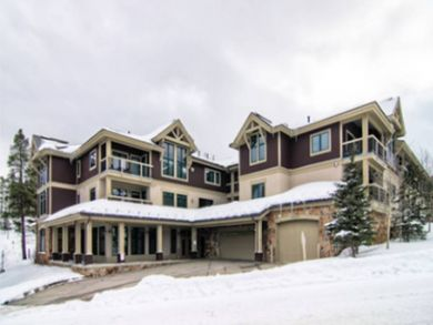 Exterior view of Breckenridge condo complex