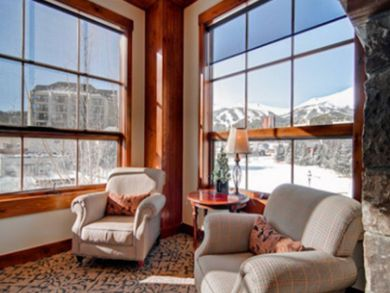 Sitting area with panoramic mountain views in lobby