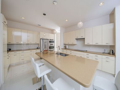 Modern Fuly Equipped Kitchen