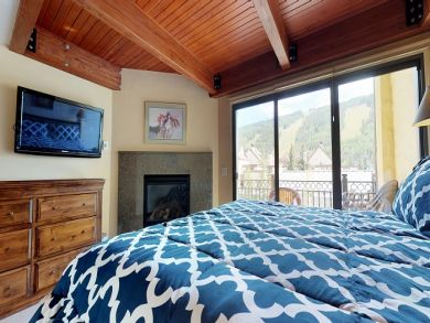 Three Bedroom Luxury Lionshead Vacation Rental Walk to Slope