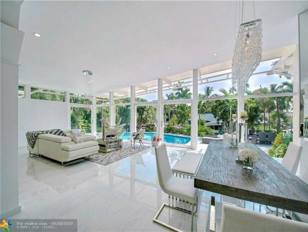 Fabulous Luxury 6 Bedroom Home with Pool