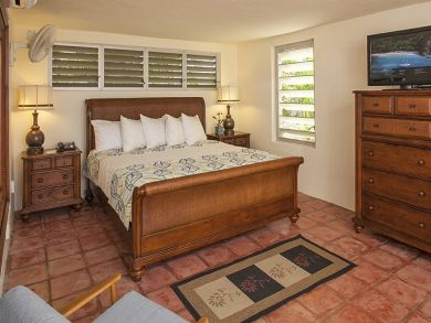 Bedroom 5 with queen bed