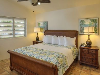Bedroom 6 with queen bed