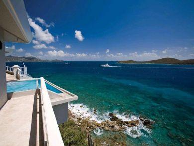Beautiful pool & sea view