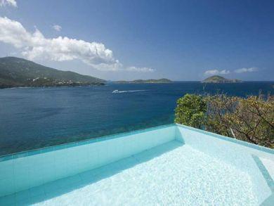 Pool & sea view