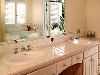 Bathroom with tub & double vanity