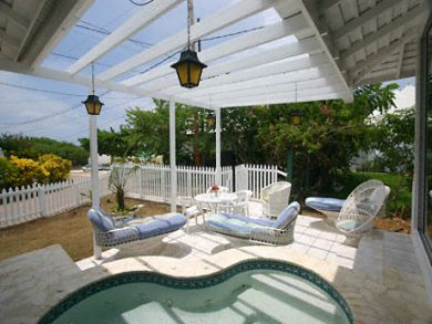 Plunge pool & lounge
